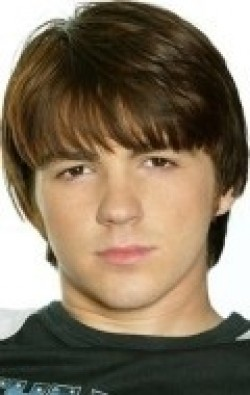 All best and recent Drake Bell pictures.